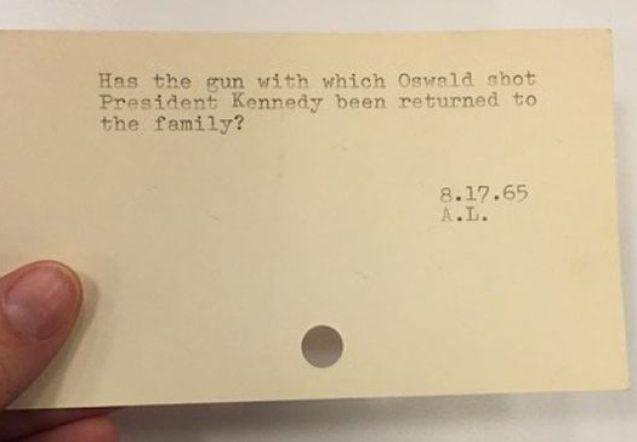 [''¿Ha sido la pistola con la que Oswald disparó al Presidente Kennedy devuelta a la familia?'']
