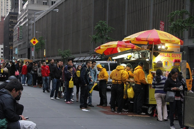The-Halal-Guys-NYC-line_104120