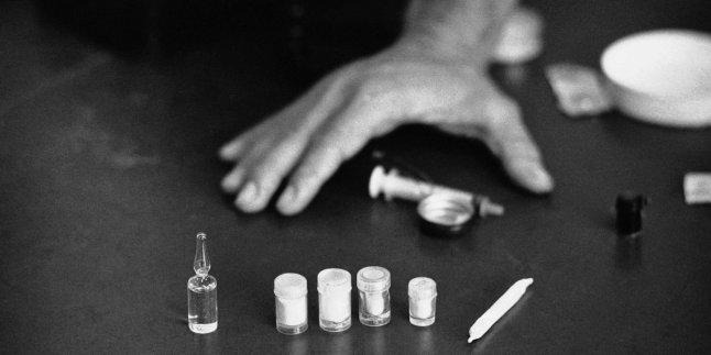 """Esta foto de 1971 muestra tres viales de heroína pura. Por los años 80, el parque Bryant llegó a ser conocido como """"Needle Park"""", debido a las jeringas usadas esparcidos por el suelo. El abuso de heroína no se redujo hasta los años 90."""